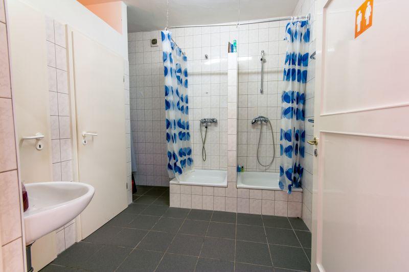 Toiletten mit Duschmöglichkeiten